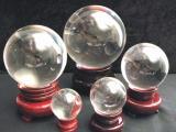 Boule de cristal sur socle en bois 5cm