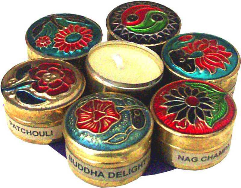 Set of 7 perfumed candles in a metal box
