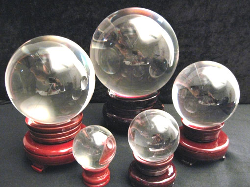 Boule de cristal sur socle en bois 6cm