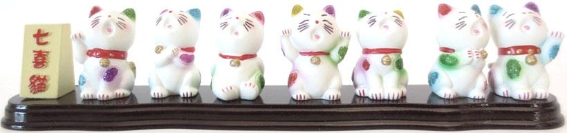 Set de 7 chats porte bonheur sur plateau 22cm