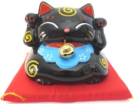 Chat porte bonheur noir avec cloche & coussin tirelire 9cm