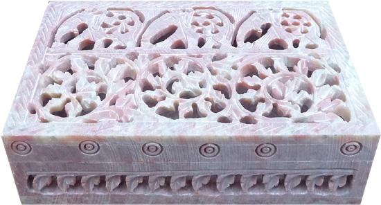 Boite en pierre ciselée motifs 15cm